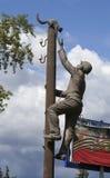 VELIKY诺夫哥罗德,俄罗斯- 2015年8月02日:纪念碑电工,抢救猫照片  免版税库存图片