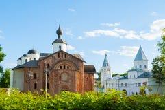 Veliky Новгород, Россия - панорамный взгляд церков в дворе Yaroslav Стоковая Фотография RF