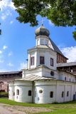 Veliky Novgorod, Ρωσία - 29 07 2018 αρχαίος ναός Ένας αρχαίος ναός την πρώιμη άνοιξη στοκ φωτογραφίες με δικαίωμα ελεύθερης χρήσης