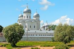 veliky novgorod för antagandeauktionkyrka Ryssland Den Yuriev kloster Royaltyfri Foto