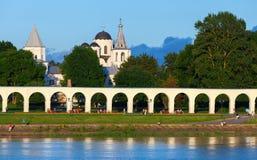 Veliky Novgorod, Landschap met Kerken stock foto