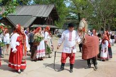 Veliky Novgorod, Novgorod region Rosja, Czerwiec 27, 2018 - Festiwal Dzieci i dorosli w krajowym Rosyjskim kostiumu obraz stock