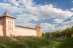 VELIKY NOVGOROD, ROSJA - 23 MAJ: Góruje Kremlowski forteca, ROSJA -23 2017 MAJ Zdjęcia Stock