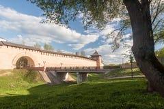 VELIKY NOVGOROD, ROSJA - 23 MAJ: Góruje Kremlowski forteca, ROSJA -23 2017 MAJ Obrazy Stock