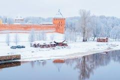 Veliky Novgorod, Rusland Vladimirtoren van Veliky Novgorod het Kremlin, de mening van de architectuurwinter van Novgorod-oriëntat royalty-vrije stock foto's
