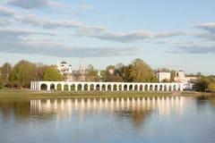 VELIKY NOVGOROD, RUSSIE - 23 MAI : Vue de dvorishche de Yaroslavovo, RUSSIE -23 en mai 2017 Images libres de droits