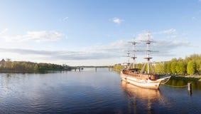 VELIKY NOVGOROD, RUSSIE - 23 MAI : Vue de la rivière et du pont, RUSSIE -23 en mai 2017 Image stock