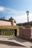 VELIKY NOVGOROD, RUSSLAND - 13. MAI: Die Türme von der Kreml-Festung, RUSSLAND - 13. Mai 2017 Lizenzfreie Stockfotografie