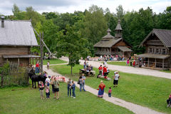 Veliky Vovgorod, Россия - 19-ое августа 2012 Музей деревянной архитектуры Vitoslavlitsy Стоковое Изображение RF