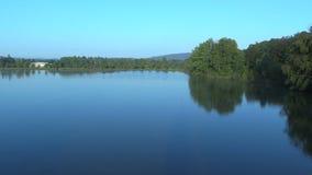 Velka Podvinice See ist wirtschaftlicher und landwirtschaftlicher Teich für das Züchten von Karpfenfischen, von hauptsächlich Kar stock footage