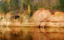 Velnala - devil& x27; caverna di s Gauja latvia Fotografia Stock