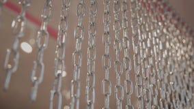 Velo de cadenas brillantes en el cuarto almacen de metraje de vídeo