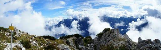 Velo delle nuvole nelle alte montagne Immagini Stock Libere da Diritti