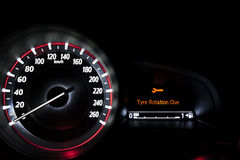 Velocímetro del coche con la presentación de la información Foto de archivo libre de regalías