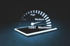 Velocímetro do controlo de custos Gestão do custo fotografia de stock royalty free