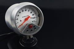 Velocímetro en el coche para la medida la velocidad Fotografía de archivo