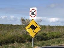 Velocidad amarilla animal de la placa de calle Fotos de archivo