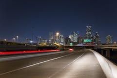 Velocidad céntrica de la noche de la autopista sin peaje de Houston, parque del pantano del búfalo fotos de archivo libres de regalías