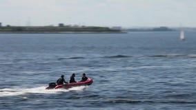 Velocidad inflable rígida del barco almacen de metraje de vídeo