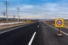 Velocidad máxima 50 kilómetros Imagen de archivo libre de regalías