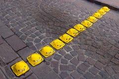 Velocidad mexicana Topes del camino del metal amarillo foto de archivo libre de regalías