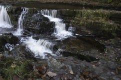 Velocidade do obturador lenta bonita em cachoeiras no Gales do Sul Fotografia de Stock Royalty Free