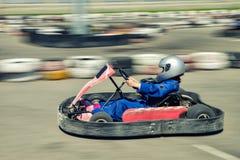 Velocidade do piloto de Kart imagens de stock royalty free