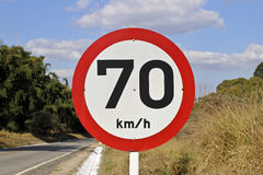 Velocidade reguladora da placa na estrada 70 4284 Fotos de Stock Royalty Free