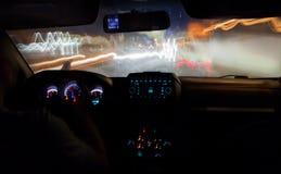 Velocità che guida nella città alla notte Fotografie Stock Libere da Diritti