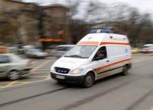 Velocità dell'ambulanza fotografie stock libere da diritti