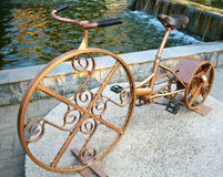 Velogenerator -杂种自行车和交流发电机 免版税库存照片