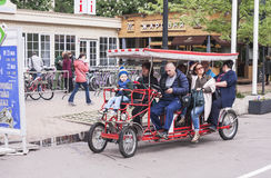 Velomobile en parc de Sokolniki à Moscou, le 21 mai 2016 Image stock