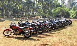 Velomotor alinhados na floresta India Imagens de Stock