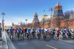 Veloparad d'hiver à Moscou dans les températures du minus 27 degrés de Celsius Photographie stock libre de droits