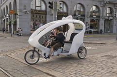 Velotaxi (cirkuleringsrickshaw) i Helsingfors, Finland Arkivbilder