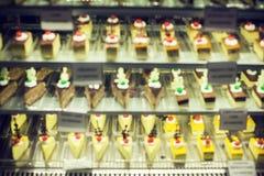 Velours assorti de rouge de Rasberry de chocolat de déserts de gâteaux et de bonbons photographie stock libre de droits