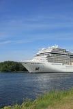 Velsen, Нидерланды, 7-ое июля 2014: MSC Magnifica Стоковые Фото
