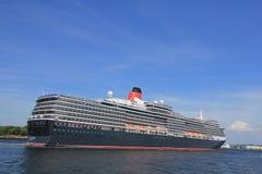 Velsen, los Países Bajos - 5 de junio de 2017: Reina Victoria, Cunard Fotografía de archivo libre de regalías