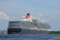 Velsen, los Países Bajos - 5 de junio de 2017: Reina Victoria, Cunard Imagen de archivo libre de regalías