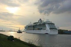 Velsen, los Países Bajos, el 1 de mayo de 2017: Serenata del Caribe real de los mares Fotos de archivo libres de regalías