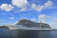 Velsen Nederländerna - Juni 16th 2017: Utforskare för sju hav - Regent Cruises Arkivfoto
