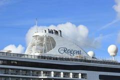 Velsen Nederländerna - Juni 16th 2017: Utforskare för sju hav - Regent Cruises Royaltyfri Bild