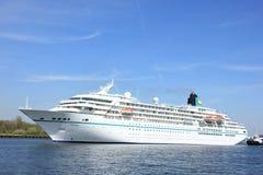 Velsen Nederländerna - Maj 6th 2016: Skepp för ms Amadea Cruise Arkivfoto