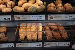 Velserbroek, οι Κάτω Χώρες, στις 17 Οκτωβρίου 2018: ψωμί σε ένα κατάστημα στοκ εικόνα με δικαίωμα ελεύθερης χρήσης