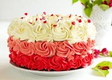 Veludo caseiro do vermelho do bolo imagem de stock