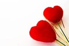Veludo dois vermelho heart-shaped imagens de stock