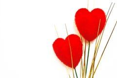 Veludo dois vermelho heart-shaped imagens de stock royalty free