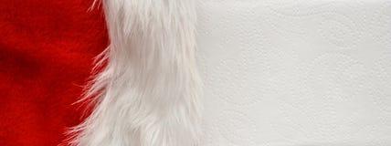 Veludo vermelho do fundo do Natal com pele no Livro Branco Fotografia de Stock