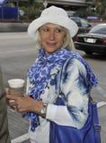 Ven a dama Helen Mirren de la actriz en LAX fotografía de archivo libre de regalías