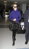 Ven a la actriz enero Jones en el aeropuerto de LAX, CA Fotos de archivo